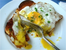 100614_fried_egg_on_toast_fork